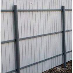 Забор из профлиста на 3 лагах вертикальный