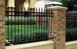 Сколько стоит кирпичный забор?