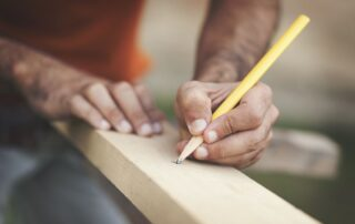 Какая древесина лучше всего подходит для заборных столбов?